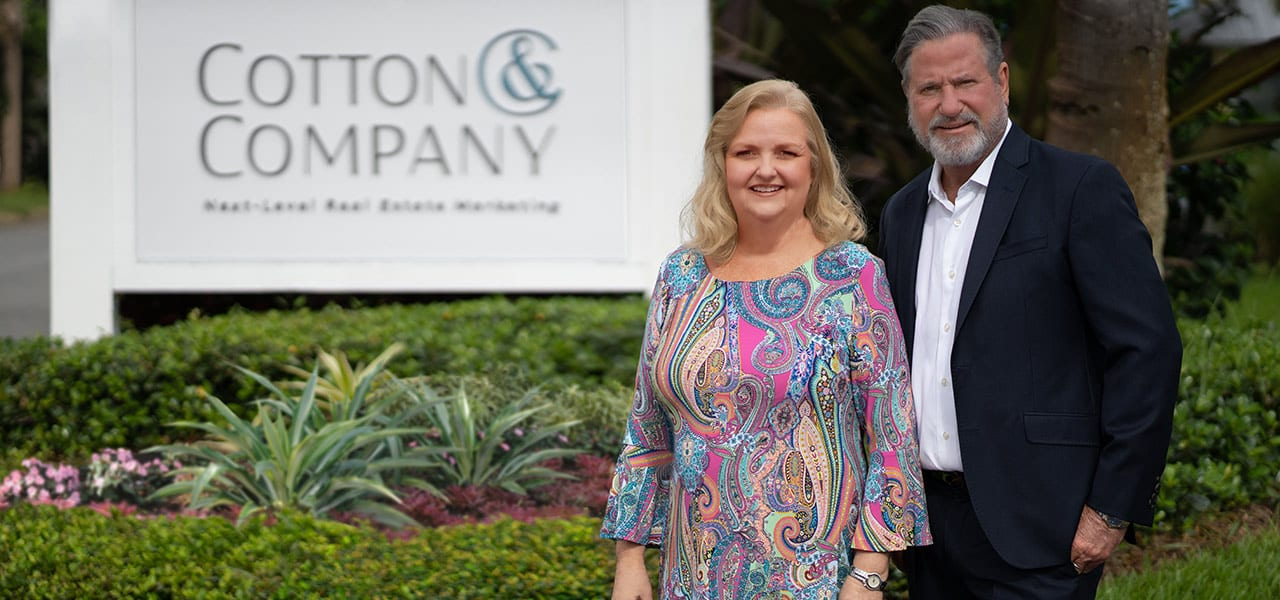 Laurie Andrews and Stephann Cotton in front of the Cotton Company signage